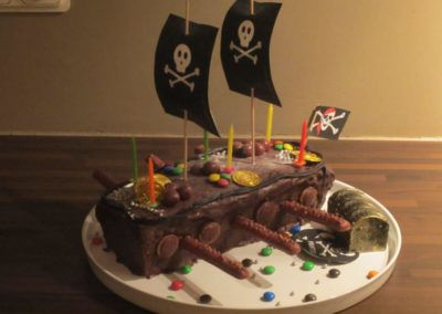 resized1.-Piratenschip-cake-2